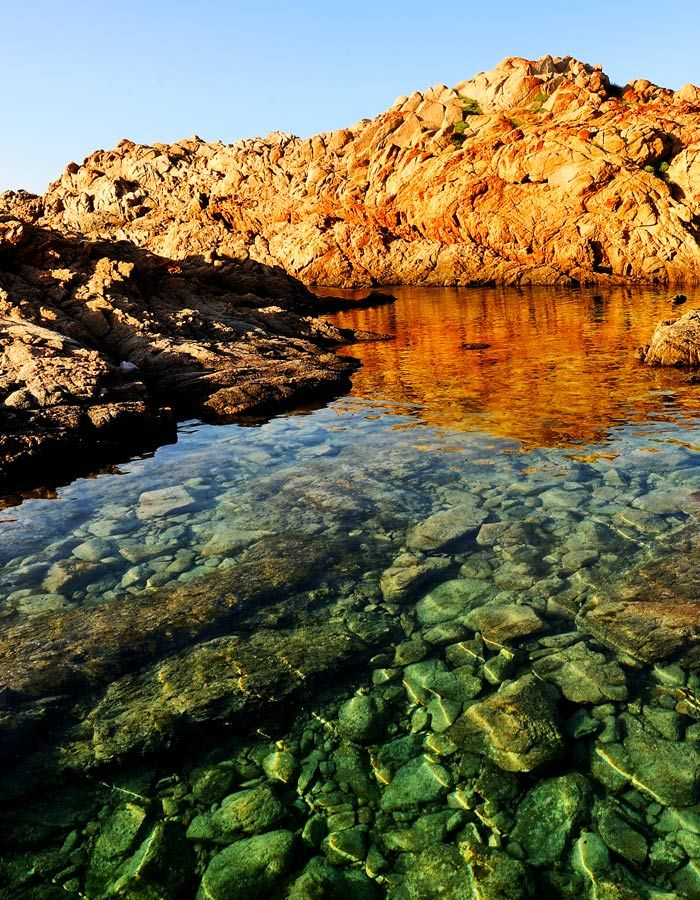 Small natural cove on the beach Longa of Isola Rossa near our sardinia accommodation agency